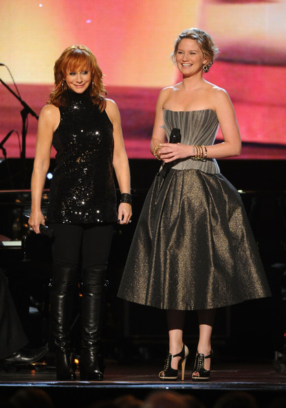 Reba Mcentire Christmas Songs Pictures Wallpapers