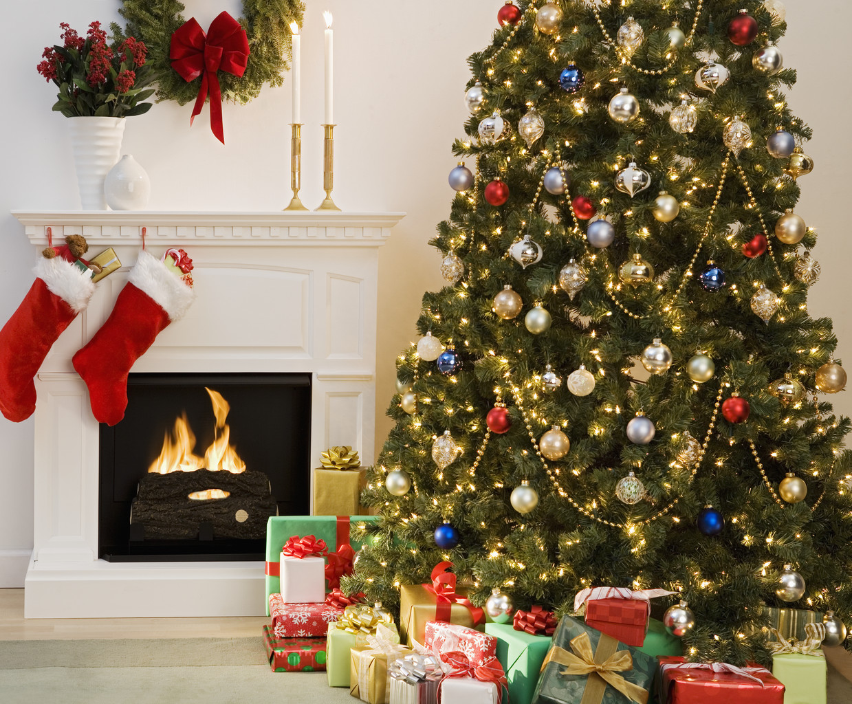 Traditional Christmas Tree Pictures Wallpapers